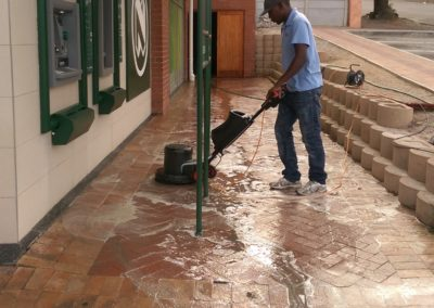 Pavecleen - using rotary cleaner to clean bricks