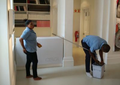 Final floor cleaning - Everard Read Gallery